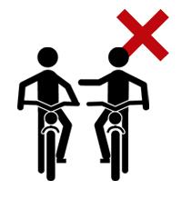 2台以上で横並びで走行してはいけません。おしゃべりしながら横に並んで自転車に乗ることは禁止されています。